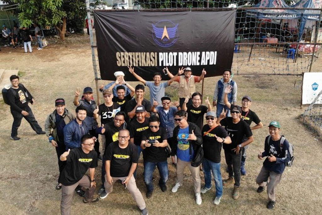 (Komunitas drone / Gambar : liupurnomo.com)