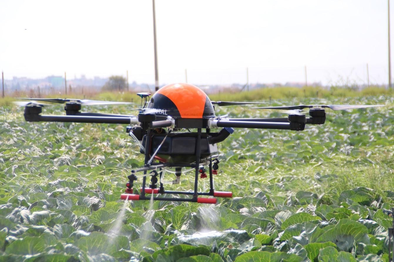 (Agriculture drone mempermudah pekerjaan manusia / Gambar : wikipedia)