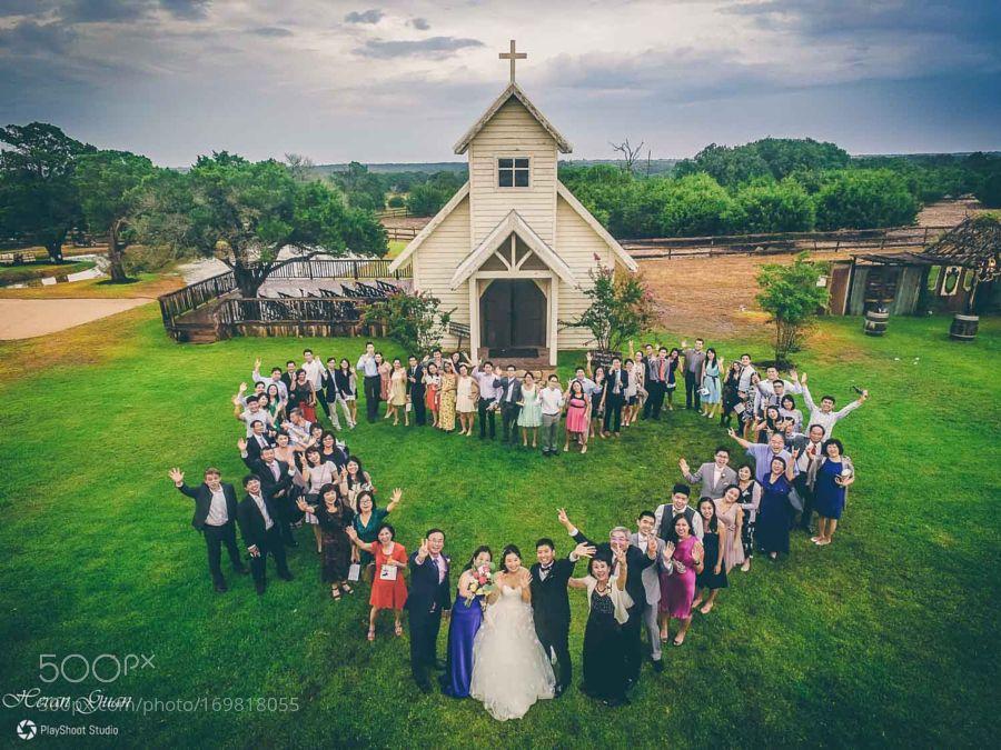 Wedding fotografi menggunakan kamera drone | Gambar : Twitter Creative Skies