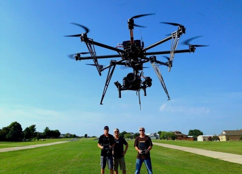 Shooting menggunakan drone | gambar: mydronelab.com